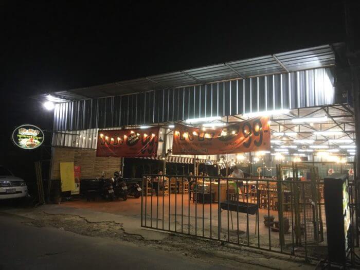 iSaraハウスの通りの149バーツで食べ放題のお店の外観