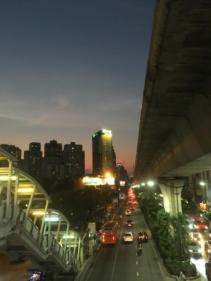 プロンポン駅から見えるホリデイ・イン