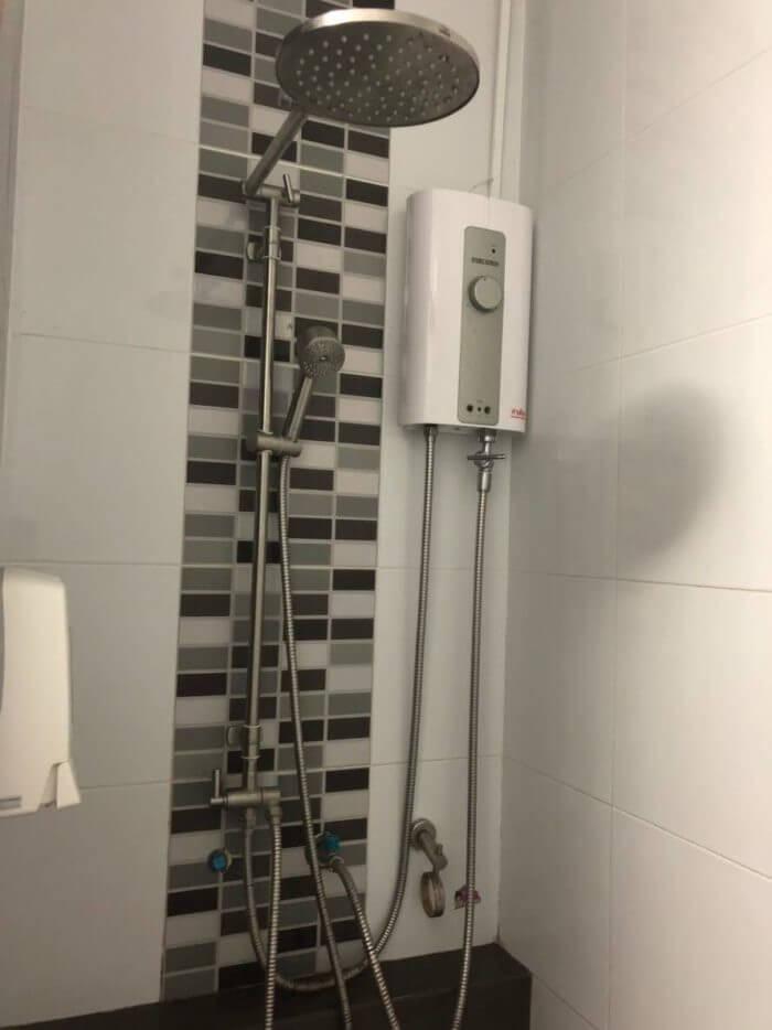 女子部屋のシャワー