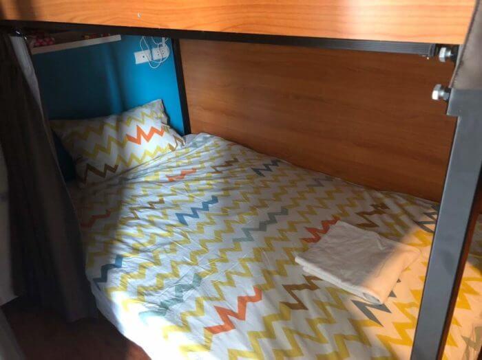 女子部屋のベッド2