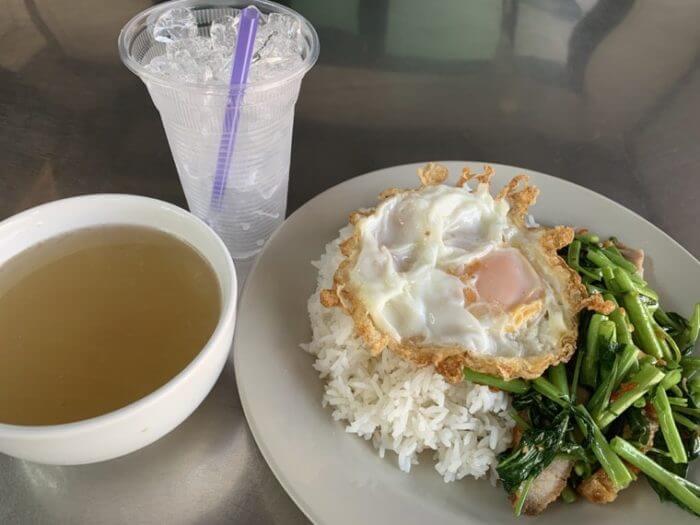 パップン(空芯菜炒め)
