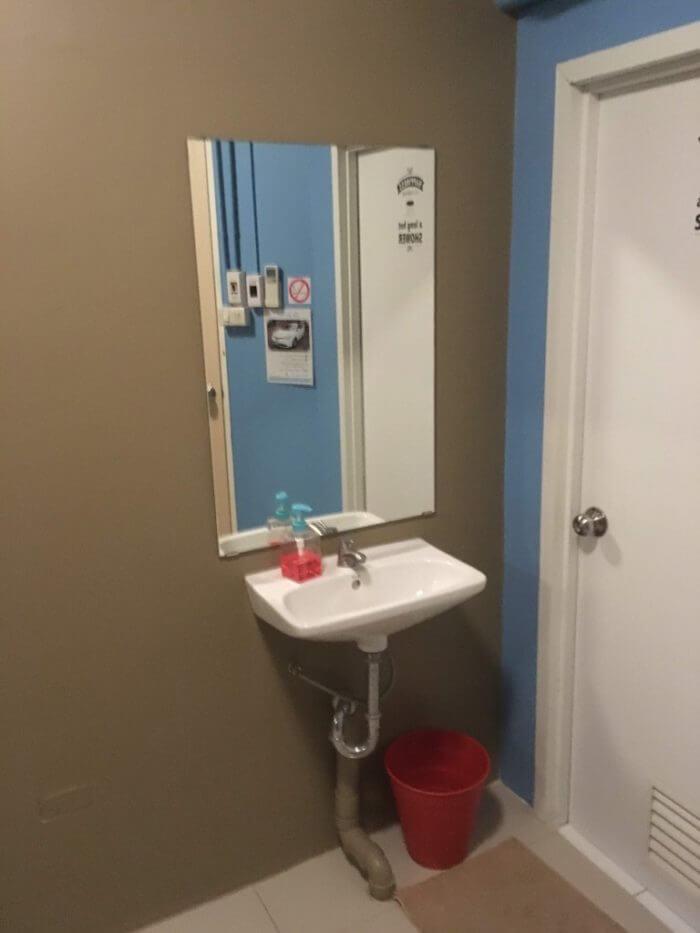 シングルルームの洗面所