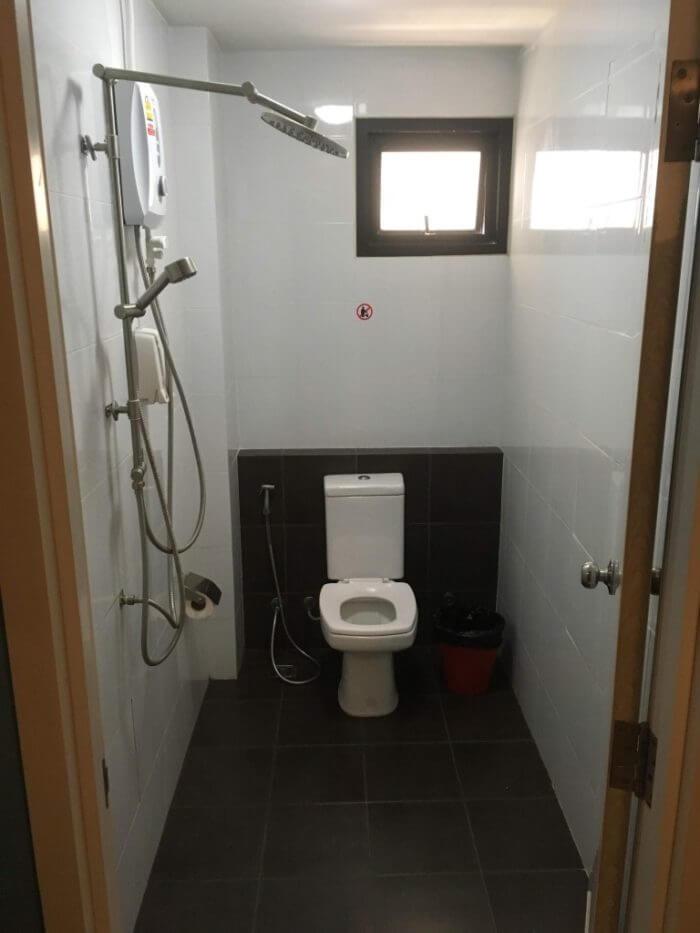 シングルルームのシャワー