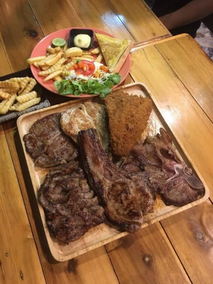 Steak Dek Naewのお肉コンボ