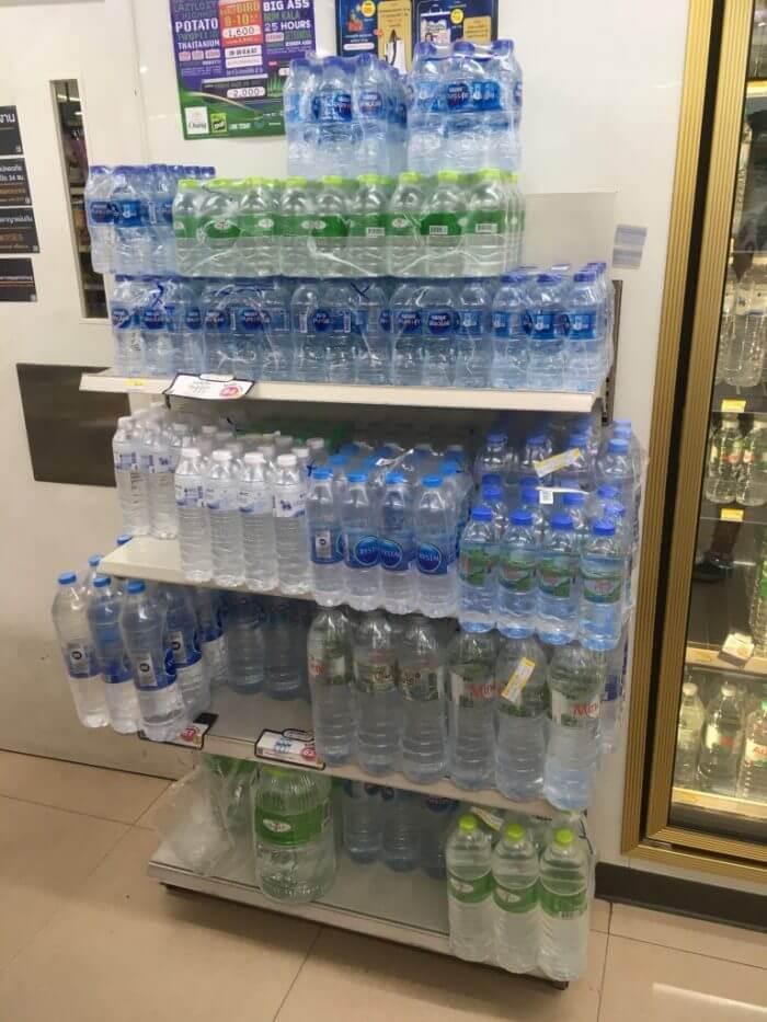 セブンイレブンの水2